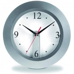 Nástenné hodiny s vyberateľným ciferníkom